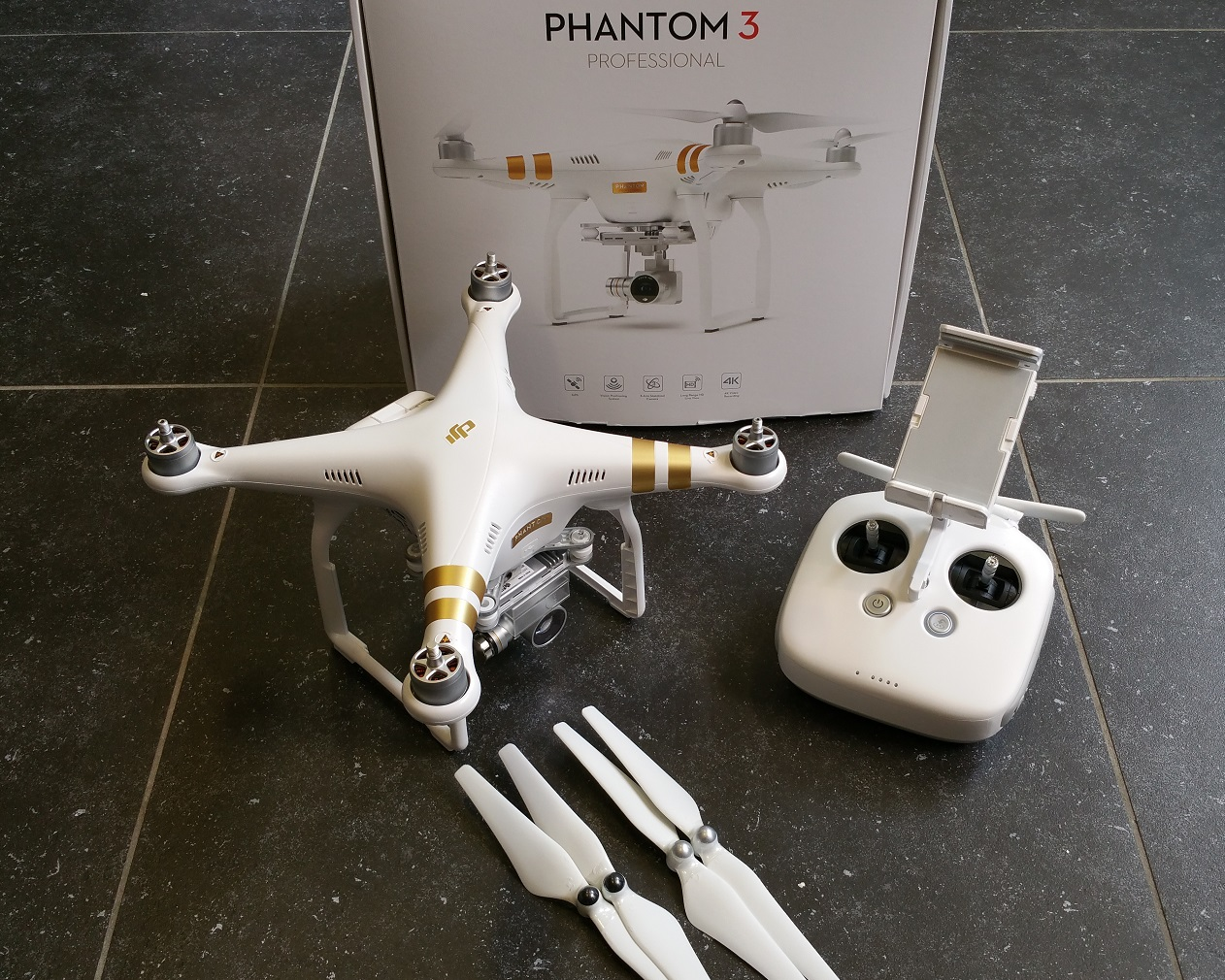 dji phantom 3 professional slechts 4x gevlogen. Black Bedroom Furniture Sets. Home Design Ideas