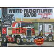 AMT White Freightliner Tractor SD / DD 2 in 1 kit 1:25 bouwpakket