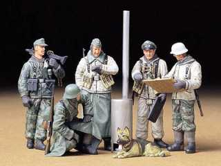 Tamiya GER.SOLDIERS AT FIELD BRIEFING - 1:35 bouwpakket
